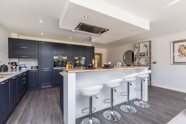 Kitchen-Breakfast Bar-F