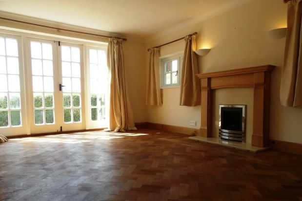 3 bed property to rent in Lower Road, Maidstone ME17
