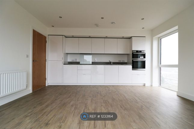 2 bed flat to rent in Brooklands Court, Luton LU2