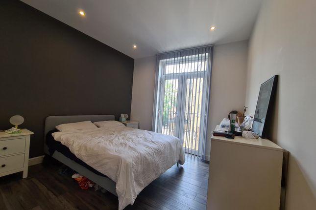 Thumbnail Flat to rent in Essex Road, Islington