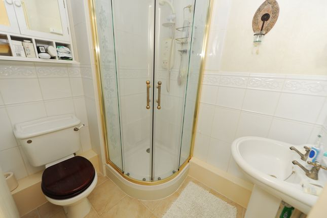 En Suite of Woodmere Drive, Old Whittington, Chesterfield S41