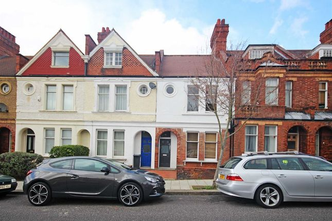 5 bed property to rent in Amesbury Avenue, London