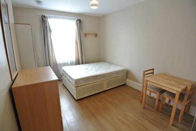 Studio to rent in Brondesbury Park, Willesden Green