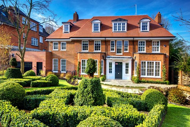 Thumbnail Detached house for sale in Bracknell Gardens, London