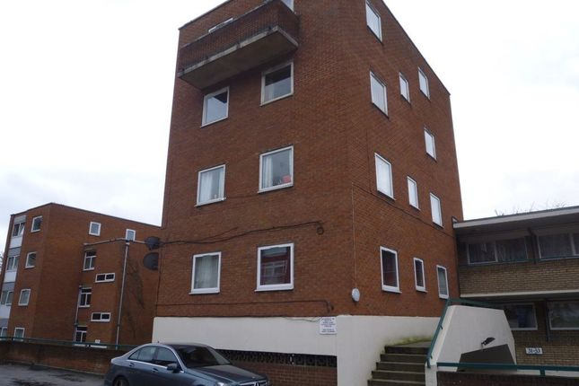 Thumbnail Flat to rent in Moulton Court, Lutton, Beds