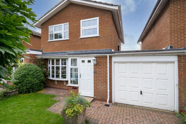 Thumbnail Link-detached house for sale in Windmill Drive, Croxley Green, Rickmansworth