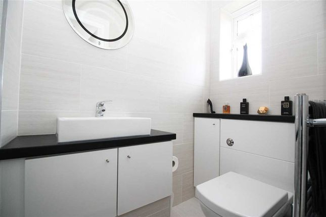 En Suite of Goldthorpe Close, Cramlington NE23