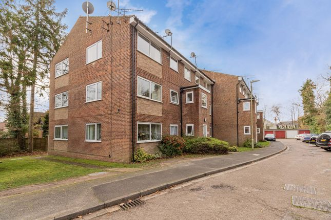 3 bed flat for sale in Kings Road, Fleet, Hampshire GU51