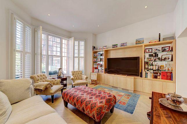 Thumbnail Flat for sale in Egerton Gardens, Kensington