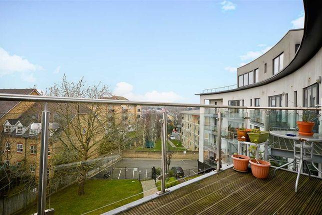 Thumbnail Flat for sale in Arc Court, Friern Barnet