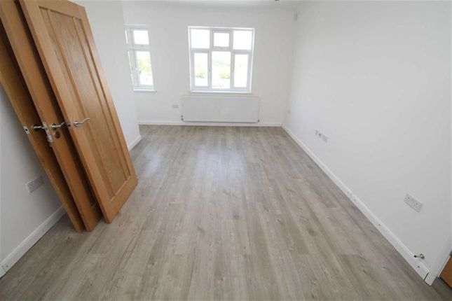 Thumbnail Flat to rent in The Broadway, Greenford, Middlesex