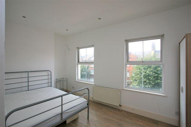Flat to rent in Queenstown Road, London
