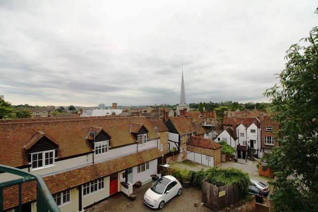 Thumbnail Flat for sale in Sheppards Yard, Figtree Hill, Hemel Hempstead