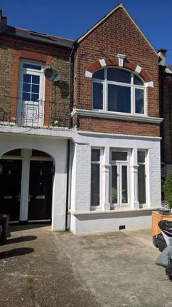 Thumbnail Flat to rent in Dornton Road, London
