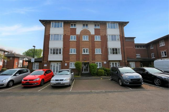 Thumbnail Property for sale in Beechwood Grove, London