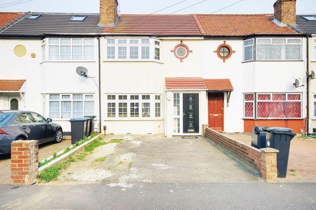 Thumbnail Terraced house for sale in Wheatfields, Enfield