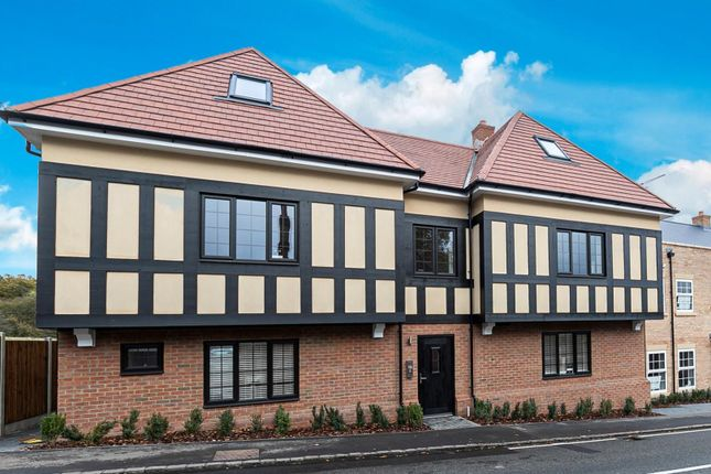 Thumbnail Flat for sale in Coppice Row, Theydon Bois, Epping