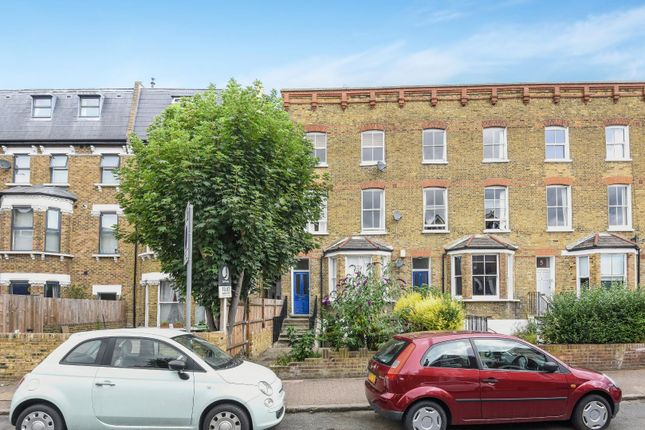 Flat to rent in Byrne Road, London