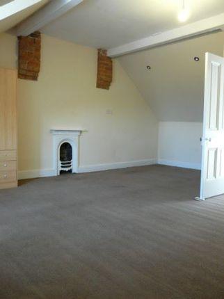 Thumbnail Town house to rent in Oldham Road, Ashton-Under-Lyne