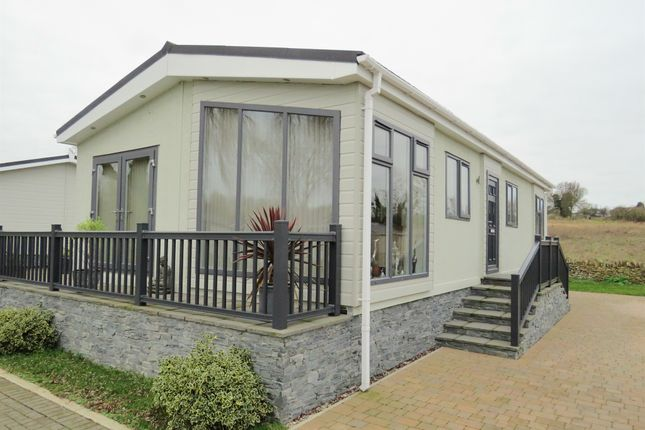 Thumbnail Mobile/park home for sale in Mill Lane, Yarwell Mill, Peterborough