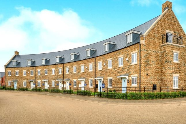 Thumbnail Town house for sale in Parsons Piece, Banbury