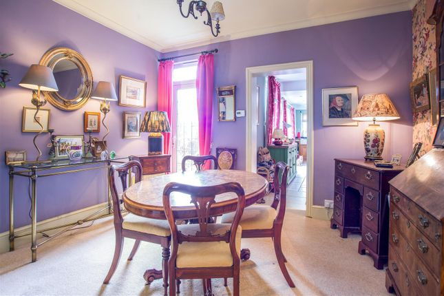 3 bed property for sale in Burgh Heath Road, Epsom