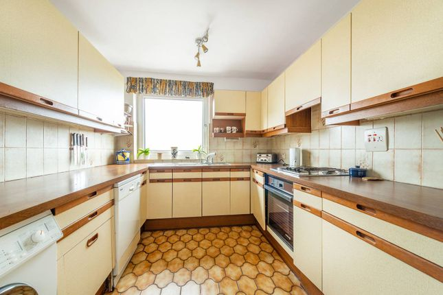 2 bed flat for sale in Hamble Court, Teddington TW11