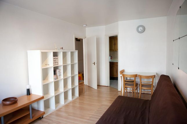 Thumbnail Flat to rent in Mill Row, Kingsland Road, London