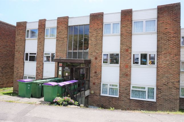 Thumbnail Flat for sale in Holywell Avenue, Folkestone