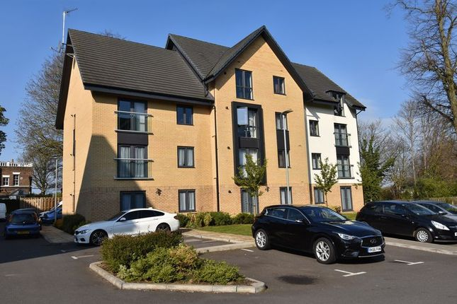 Thumbnail Flat for sale in Jonathan Henry Place, Luton