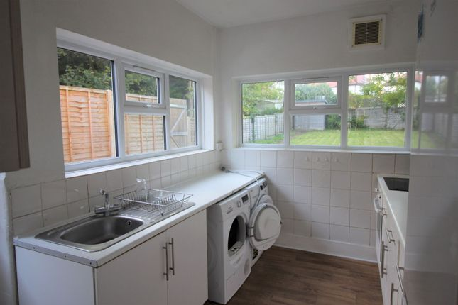 5 bed semi-detached house to rent in Finchley Lane, Hendon NW4