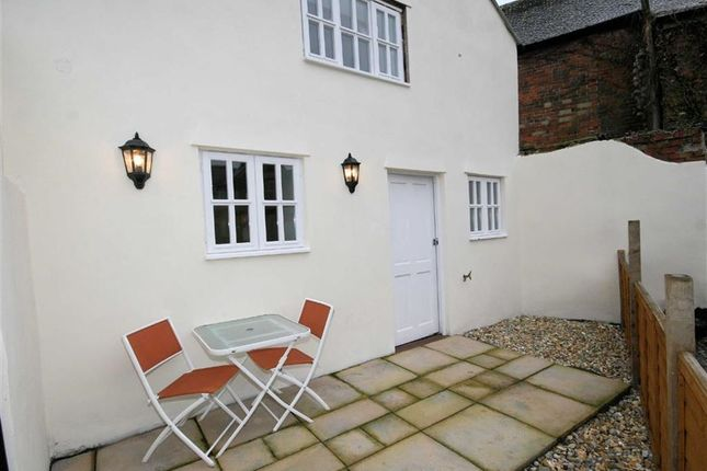 Thumbnail End terrace house to rent in Sterling Industrial Estate, Kings Road, Newbury