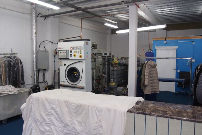 Photo 2 of Launderette & Dry Cleaners WA14, Cheshire