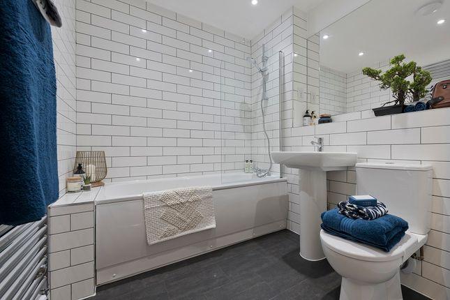 2 bedroom flat for sale in Avebury Avenue, Tonbridge, Kent