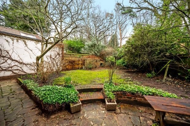Picture No. 20 of Redington Gardens, Hampstead, London NW3