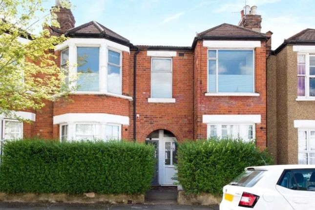 Flat to rent in Leslie Road, London