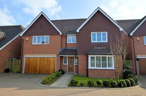 Thumbnail Detached house to rent in Deardon Way, Shinfield, Reading