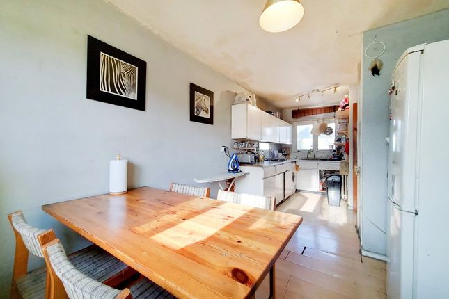 3 bed flat for sale in Hungerford Road, London N7