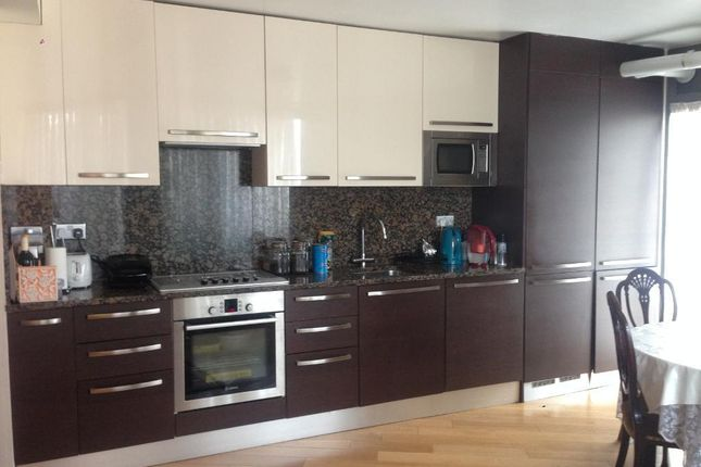 Thumbnail Flat to rent in High Road, Wood Green, London