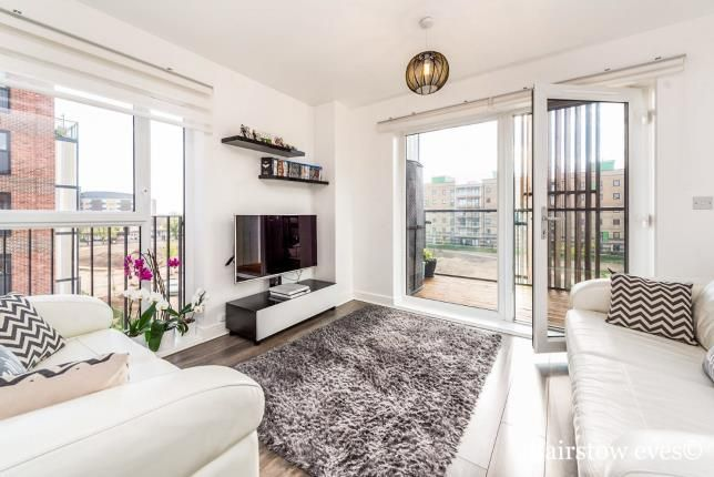 2 bed flat for sale in Maxwell Road, Romford