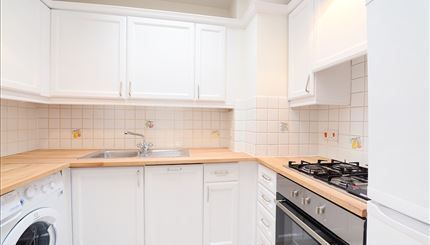 2 bed flat to rent in 85 Lexham Gardens, London