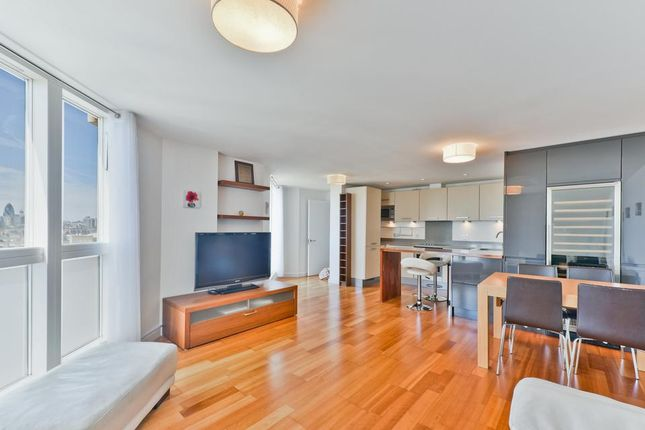 Thumbnail Flat for sale in Pavillion House, Water Gardens Square, London