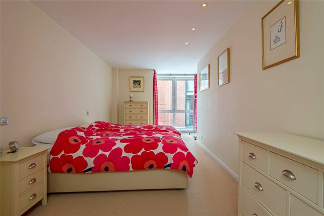 Picture No. 18 of Hosier Lane, London EC1A