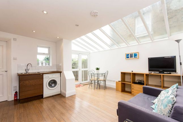 Thumbnail Flat to rent in Waldo Road, Kensal Green