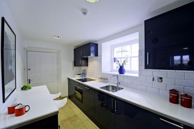 Studio to rent in Hampton Court Road, East Molesey KT8