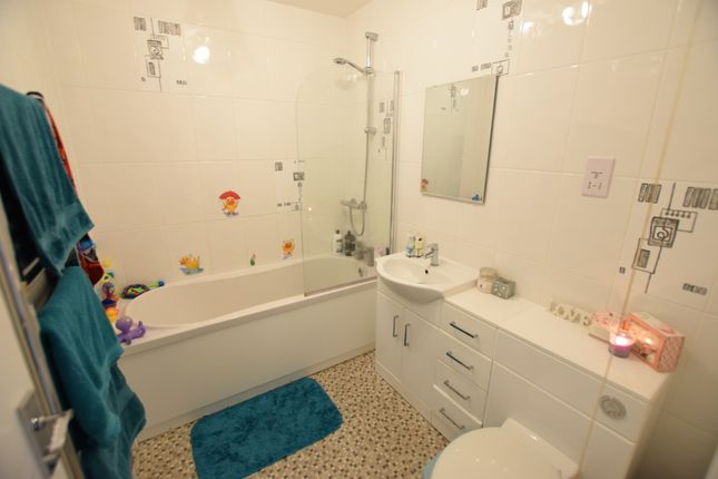 Bathroom of Surrey Road, Seaford BN25