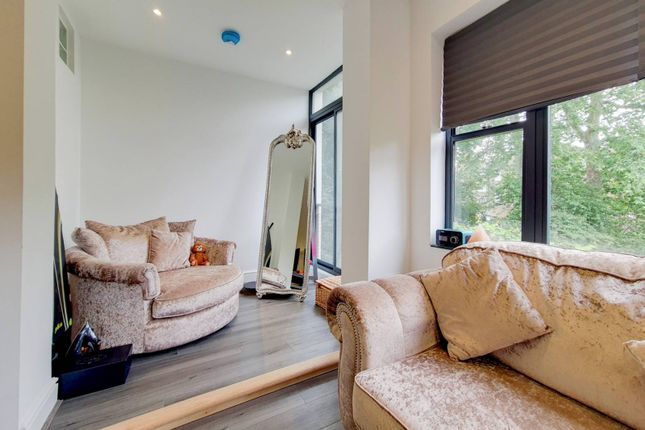 Thumbnail Flat to rent in Caversham Road, Kentish Town, London
