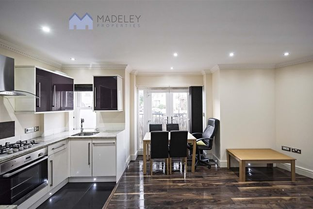 Flat to rent in Drayton Avenue, London