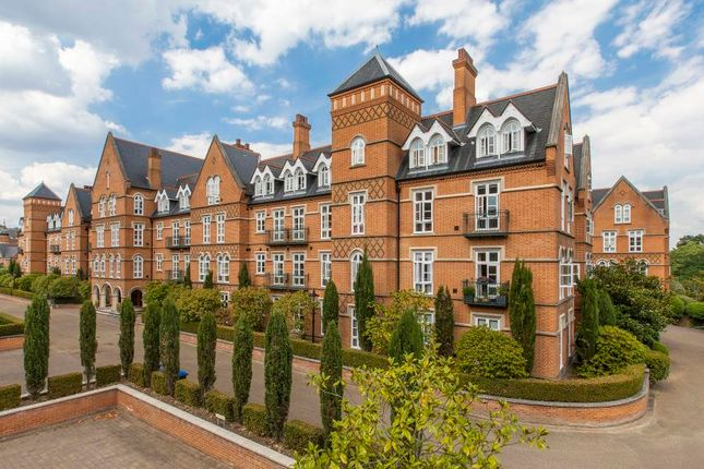 3 bed flat for sale in Holloway Drive, Virginia Water GU25