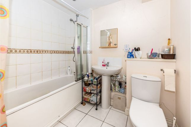 Bathroom of Reigate Road, Tadworth KT20